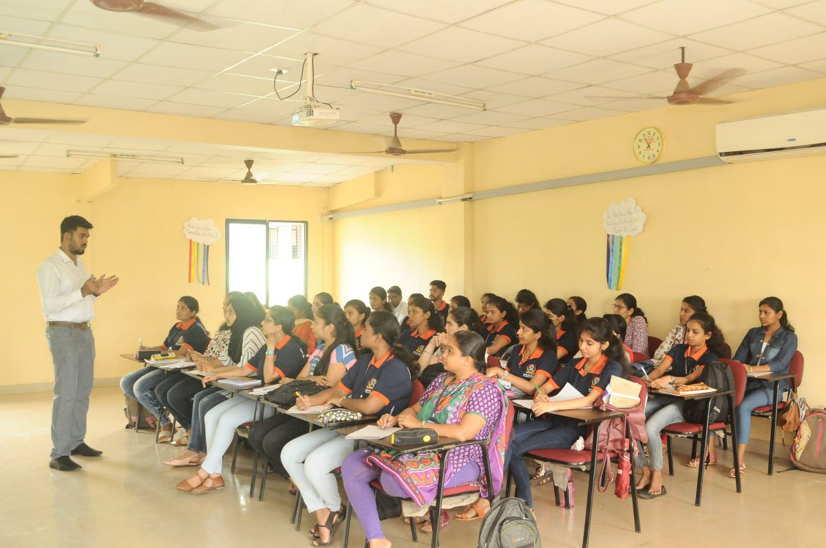 """Guest lecture on """"Internet of Things and Service Digitalization in E-Commerce"""" by Mr. Nithin Manohar"""